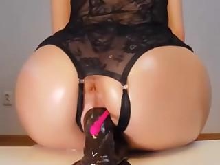 Utter cam girl takes dildo deep in pussy