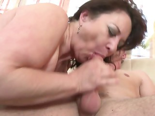 Matured mom suck with rub-down the addition of have a passion not her son