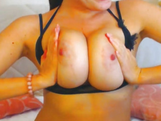 Sexy Busty Babe on Cam