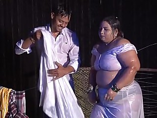 Sona Aunty ki wet boobs Hot show loading=