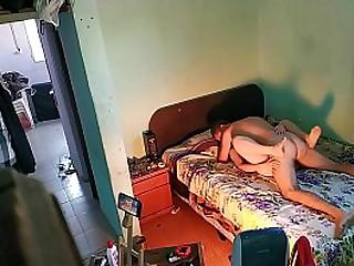 Porno casero y caliente. Tenemos sexo en la cama de mis suegros y a ella le encanta